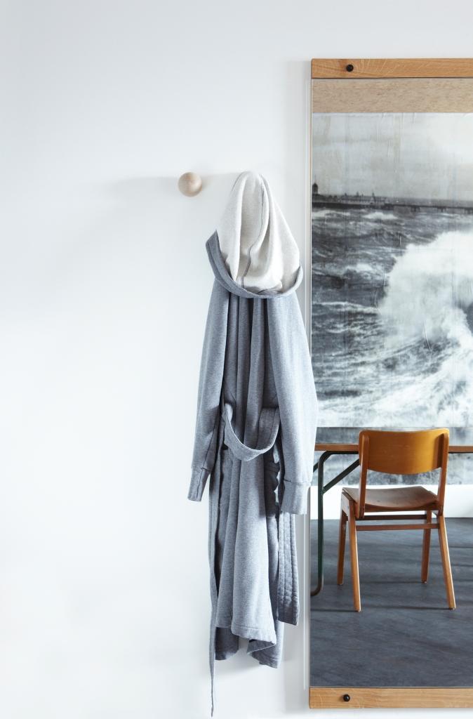 ldn_in_room_robe