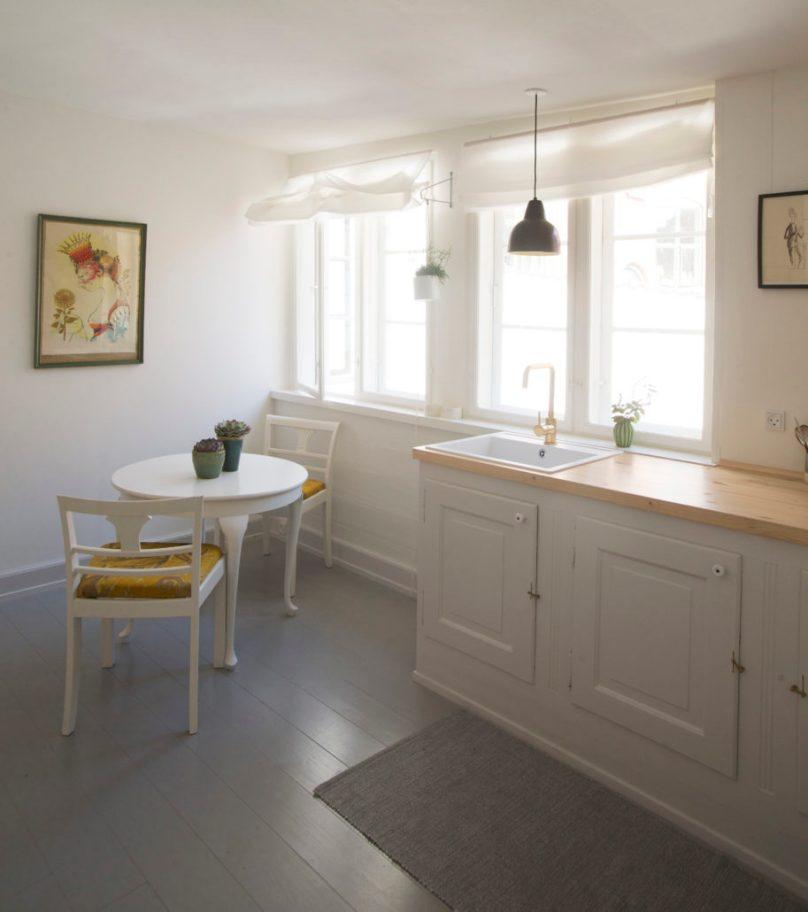 Kyhn_køkken-i-værelse-913x1030